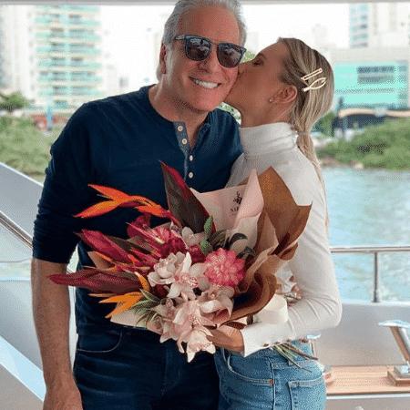 Roberto Justus e Ana Paula Siebert no novo barco que compraram - Reprodução/Instagram