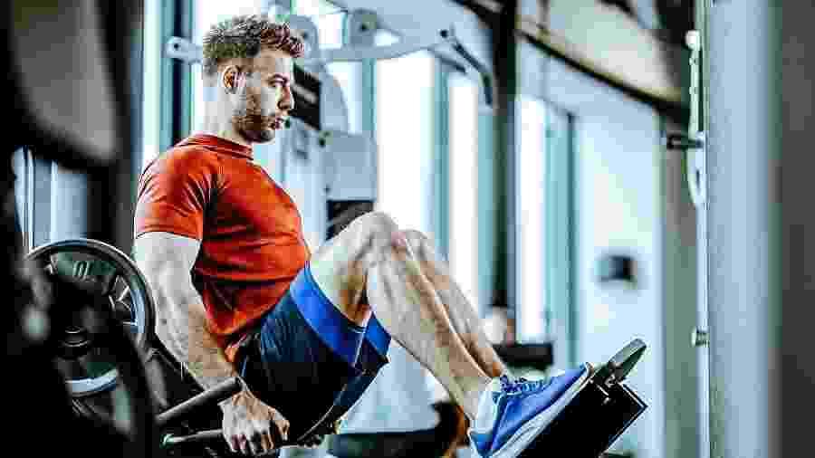 Respeitar a pausa é essencial para os músculos se recuperarem adequadamente e suportarem a próxima série de um exercício - iStock