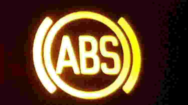 luzes do painel - ABS - Vitor Matsubara/UOL - Vitor Matsubara/UOL