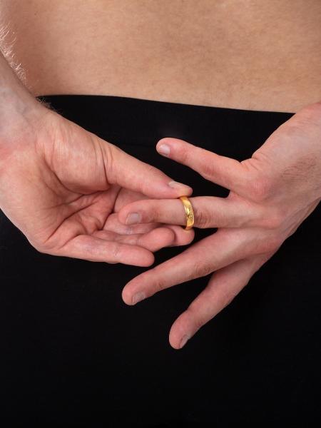 Infidelidade acontece mesmo em casamentos felizes - Getty Images/iStockphoto