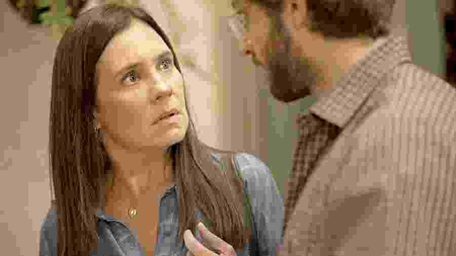 Thelma (Adriana Esteves) e Danilo (Chay Suede) em Amor de Mãe - REPRODUÇÃO/REDE GLOBO