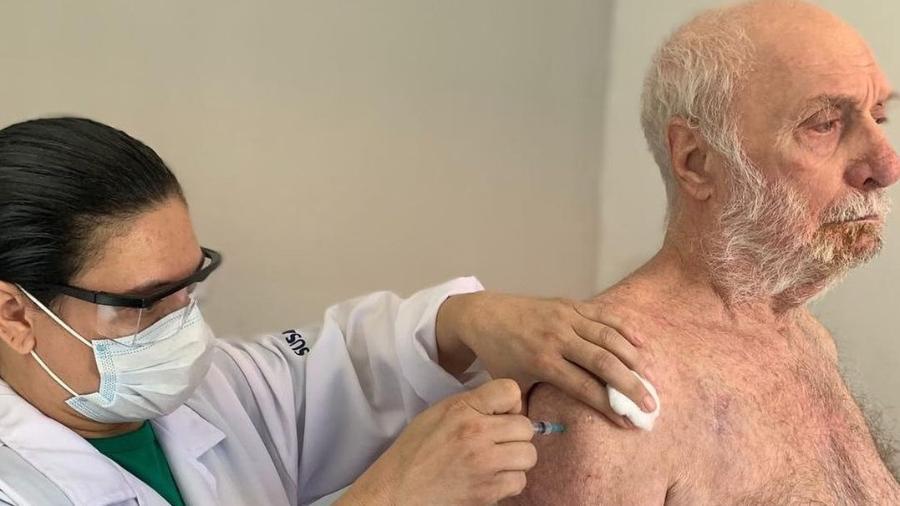 Paulo César Pereio foi vacinado contra covid-19 no Retiro dos Artistas - Reprodução/Instagram
