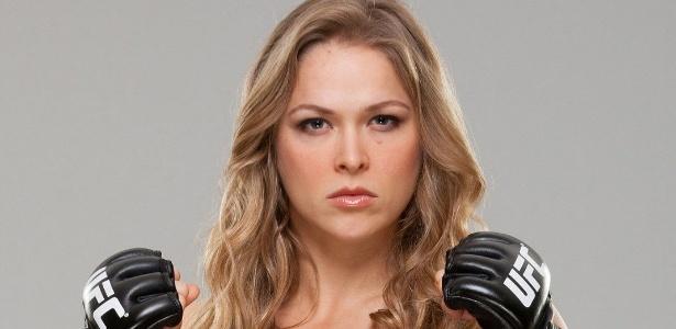 Lutadora se estranha em game de luta - Reprodução
