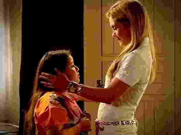 """Ágata (Ana Karolina Lannes) era maltratada por Carminha (Adriana Esteves) em """"Avenida Brasil"""" - Reprodução/GShow"""