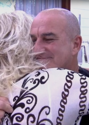 """Emocionada, Ana Maria se despede de funcionário da equipe do programa """"Mais Você""""  - Reprodução/TV Globo"""