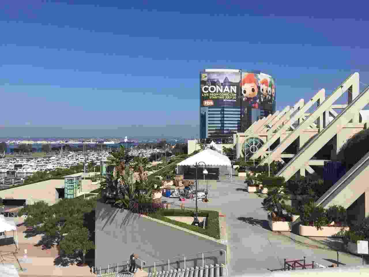 19.jul.2016 - O centro de convenções de San Diego, na Califórnia, prepara-se para receber a Comic-Con 2016. O evento reúne os principais lançamentos da cultura pop, de quarta até domingo - Felipe Branco Cruz/UOL