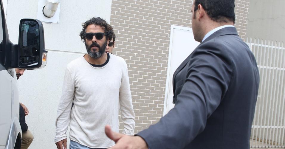 """17.set.2016 - O ator Marcos Palmeira, que vive Cicero em """"Velho Chico"""", esteve no velório de Domingos Montagner"""