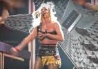 Britney Spears quase perde o figurino durante show; veja - Reprodução