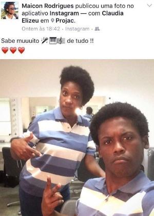 """Maicon Rodrigues tira foto com a cantora e pianista Cláudia Elizeu, que também é sua dublê de mão na novela """"Rock Story"""" - Reprodução/Instagram"""