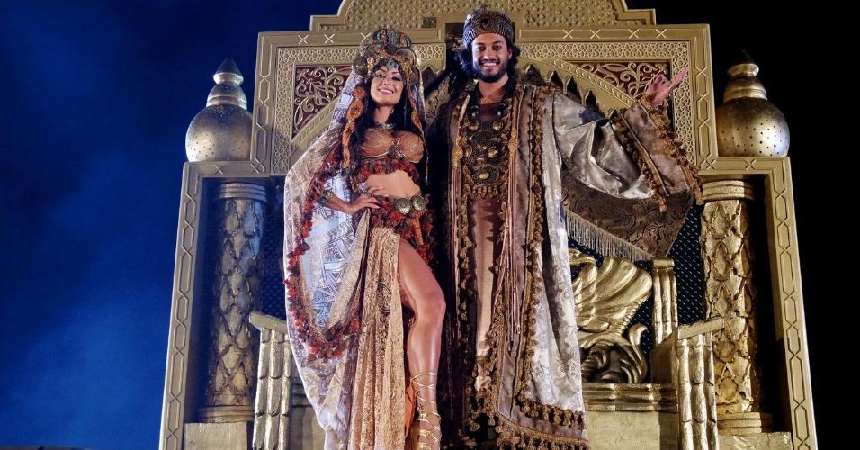 """10.dez.2016 - Raphael Vianna e Aline Riscado durante as gravações dos comerciais do espetáculo """"A Paixão de Cristo"""", em Nova Jerusalém"""