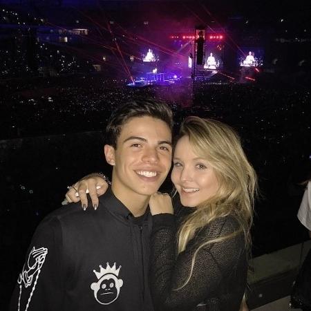 Thomaz Costa com Larissa Manoela no show de Justin Bieber em São Paulo - Reprodução/Instagram/thocostaoficial