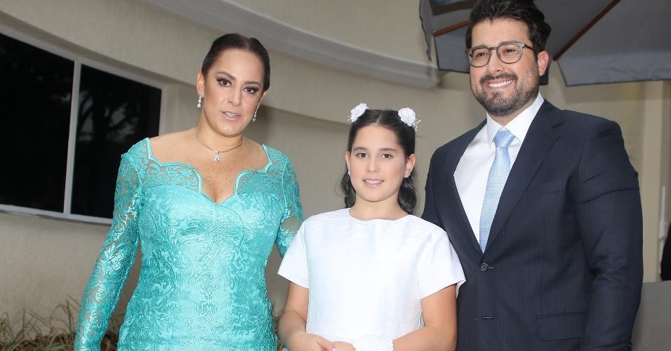 Silvia Abravanel chega com a família para o casamento da irmã