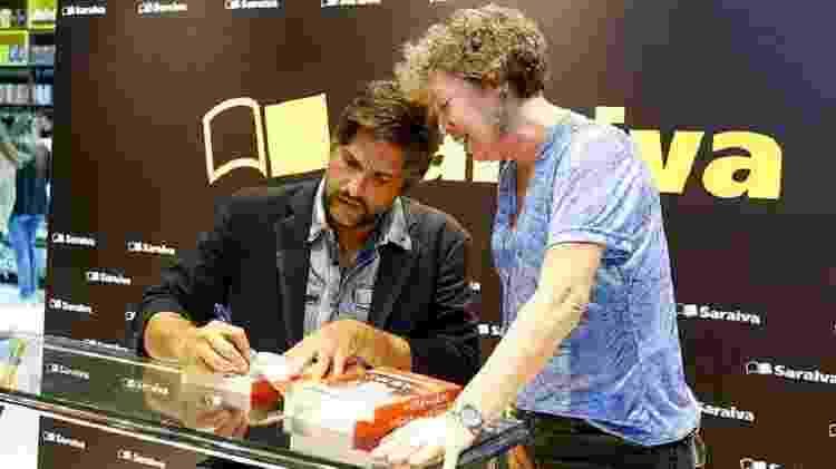 Sertanejo Leo Chaves, da dupla com Victor, uma das estrelas do evento - Reprodução/Facebook - Reprodução/Facebook