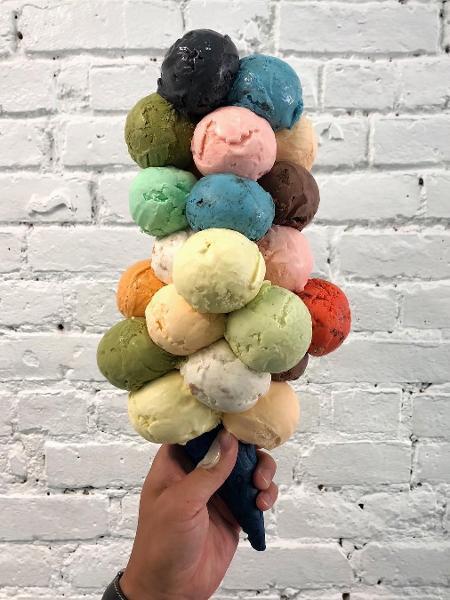 6aed2f7f426c Nada de flores: sorveteria de Nova York faz sucesso com