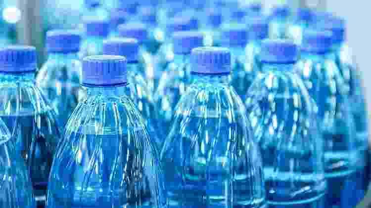 garrafa plástica, água, plástico, PET - Getty Images - Getty Images