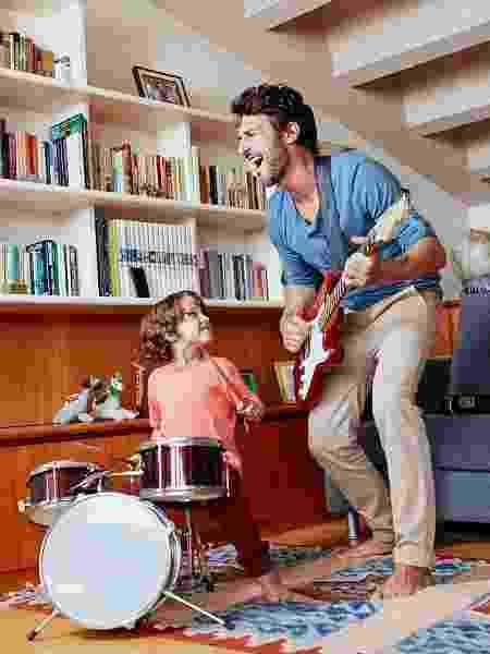 A atividade musical estimula globalmente o cérebro e ajuda a manter sua mente jovem - Getty Images