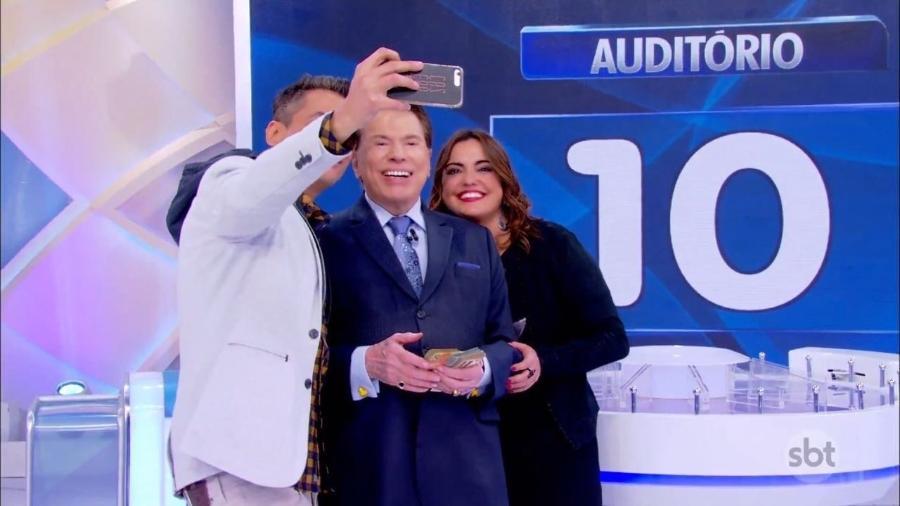 Léo Dias faz selfie com Silvio e a colega fofoqueira da Record, Fabíola Reipert  - Arquivo pessoal