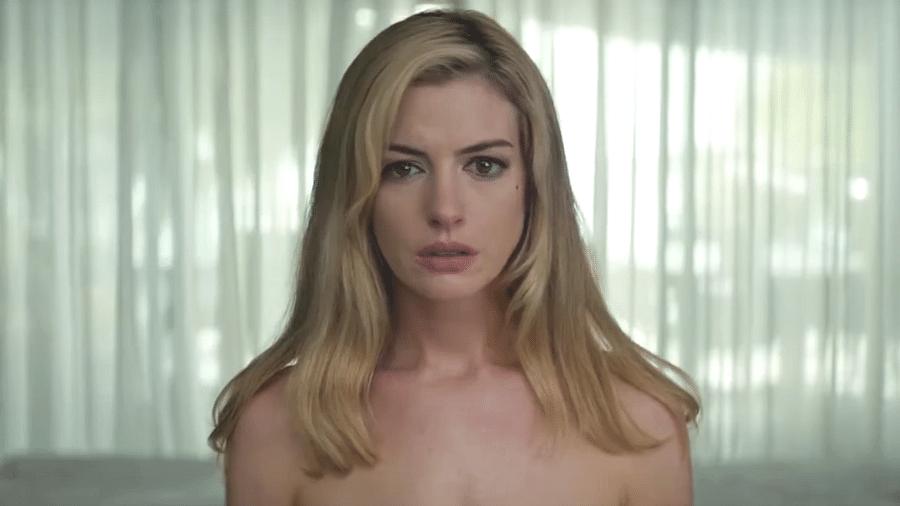 """Anne Hathaway em """"Calmaria"""" - Reprodução/Youtube"""