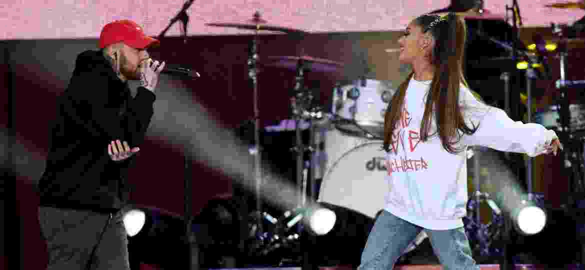 "Ariana Grande recebe o seu então namorado, o rapper Mac Miller, no show ""One Love Manchester"" - Getty Images/Dave Hogan for One Love Manchester"