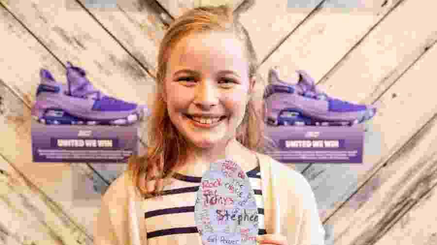Riley Morrison, de 9 anos, mostra a plamilha personalizada com frases feministas - Reprodução/Instagram