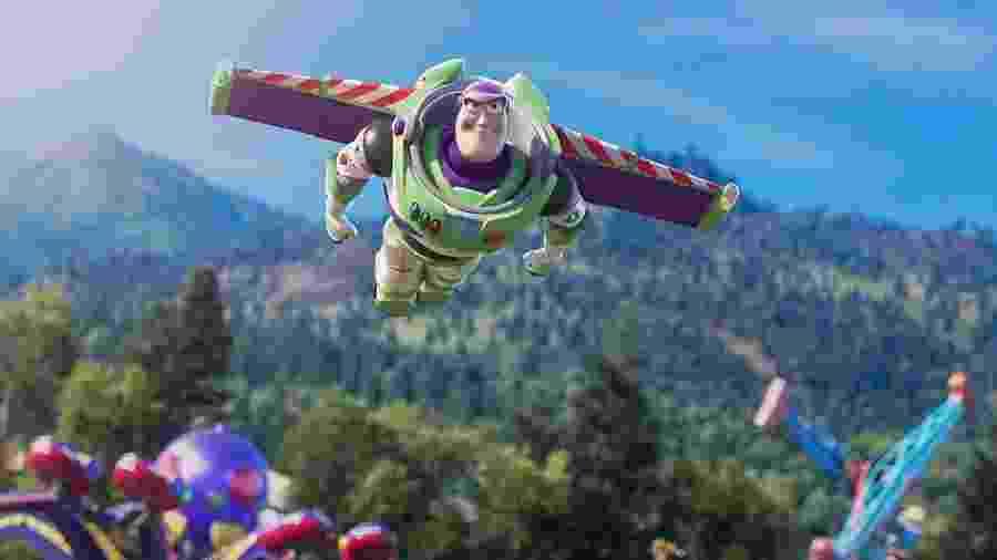 Buzz Lightyear em cena de Toy Story 4 - Divulgação