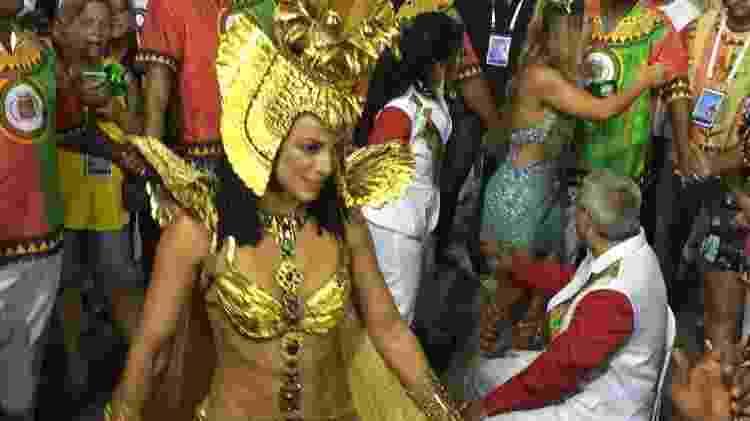 Paolla Oliveira chega para desfilar rodeada por 20 seguranças - Coluna do Leo Dias - Coluna do Leo Dias