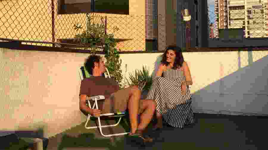 Frederico Zarnauskas e Beatriz De Paula inseriram atividades e um tempo no cotidiano para aproveitar a laje no apartamento na Zona Oeste de São Paulo - Arquivo Pessoal