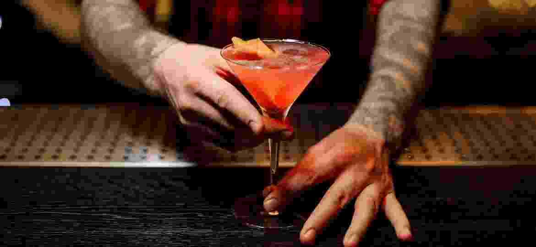 Do Cosmopolitan ao Expresso Martini: os licores têm papel essencial do mundo da coquetelaria - Getty Images/iStockphoto