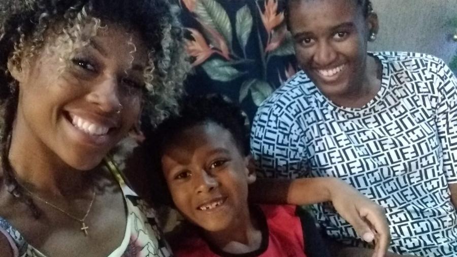 Noiva há dez meses, Jessica Negreiros, 28 anos, enfrentou não apenas a resistência da companheira, Tainá Corrêa, de 27, pelo fato de ser mãe de Jorge Henrique, de 8, e também por já ter sido casada com um homem - acervo pessoal
