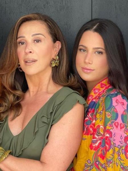 """Claudia Raia faz """"desafio mãe e filha"""" com Sophia - Reprodução/Instagram@claudiaraia"""
