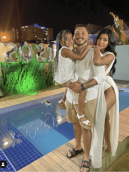 Pocah com a filha e o noivo - Reprodução / Instagram - Reprodução / Instagram