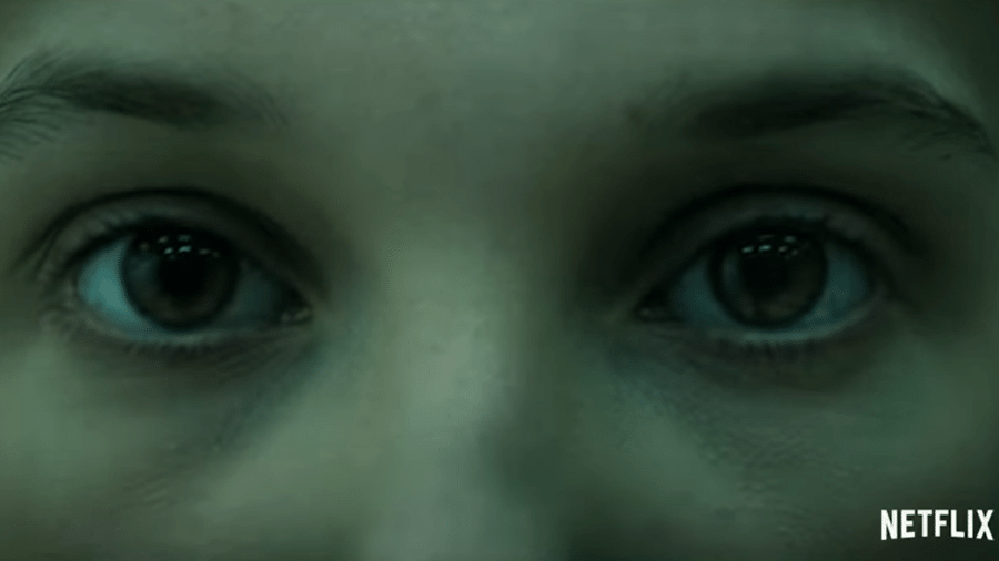 "Eleven (Millie Bobby Brown) em teaser de ""Stranger Things"" - Reprodução/YouTube"