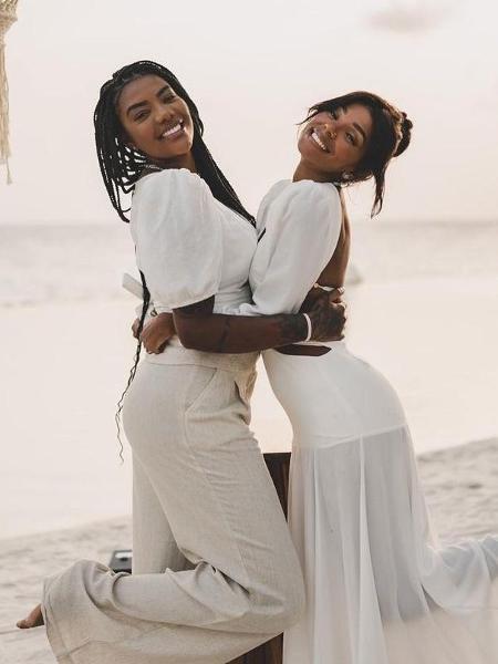 """Ludmilla e Brunna Gonçalves """"casaram de novo"""" em frente ao mar do Caribe - Reprodução"""