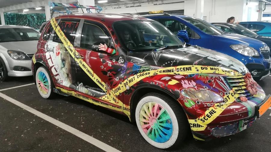 """Chrysler PT Cruiser inspirado nos filmes de terror protagonizados por """"Chucky, o Boneco Assassino"""" - Reprodução"""