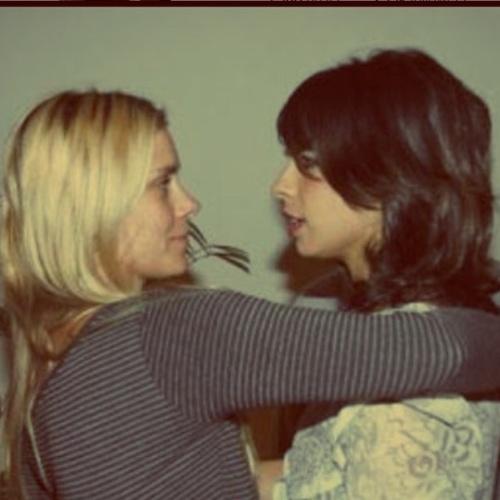 19.jun.2015 - Na manhã desta sexta-feira (19), Maria Ribeiro postou uma foto no Instagram em que aparece ao lado de Carolina Dieckmann