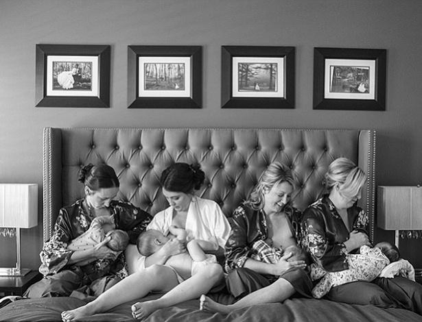 Jamie Riddell (centro) e as amigas tiveram o momento eternizado no dia do casamento