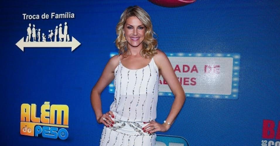 """17.set.2015 - Ana Hickmann, do """"Hoje em Dia"""", posa durante evento da Record, em São Paulo."""