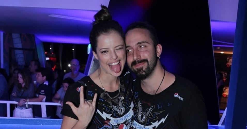 19.set.2015 - Agatha Moreira chega com o namorado, o ator e cineasta Pedro Nicoll, à noite do Metallica no Rock in Rio