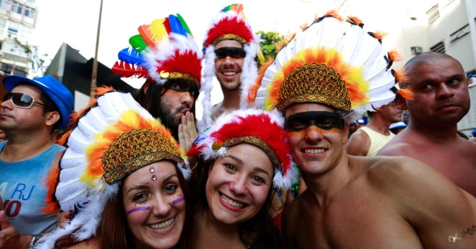 6.fev.2016 - Índio quer apito e marchinhas no Carnaval da Banda de Ipanema, na zona sul do Rio