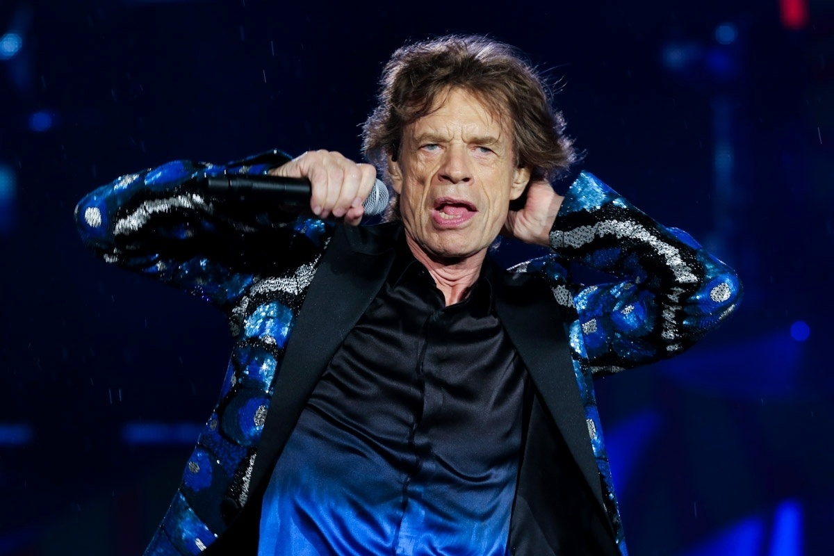 24.fev.2016 - Rolling Stones se apresenta sob chuva no estádio do Morumbi, em São Paulo