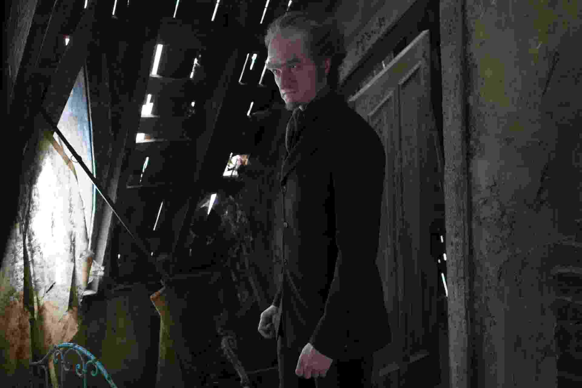 """Neil Patrick Harris é Conde Olaf na adaptação de """"Desventuras em Série"""" - Joe Lederer / Netflix/Divulgação"""