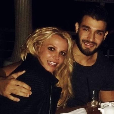 Britney Spears com o namorado Sam Asghari - Reprodução/Twitter