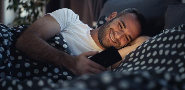 Quando foi a última vez que você foi dormir sem usar o celular pouco antes de fechar os olhos?