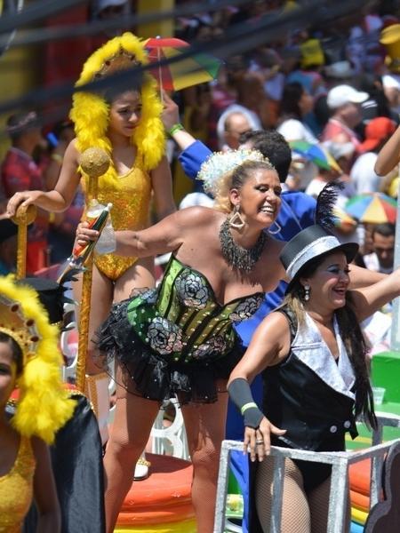 Rita Cadilac em trio elétrico no Carnaval de Recife, no ano passado - Felipe Souto Maior/AgNews