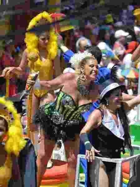 A eterna chacrete Rita Cadilac sobe em trio elétrico no Carnaval de Recife - Felipe Souto Maior/AgNews