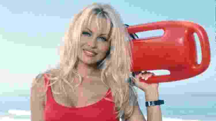 Pamela Anderson em cena de 'S.O.S. Malibu', a série original - Reprodução
