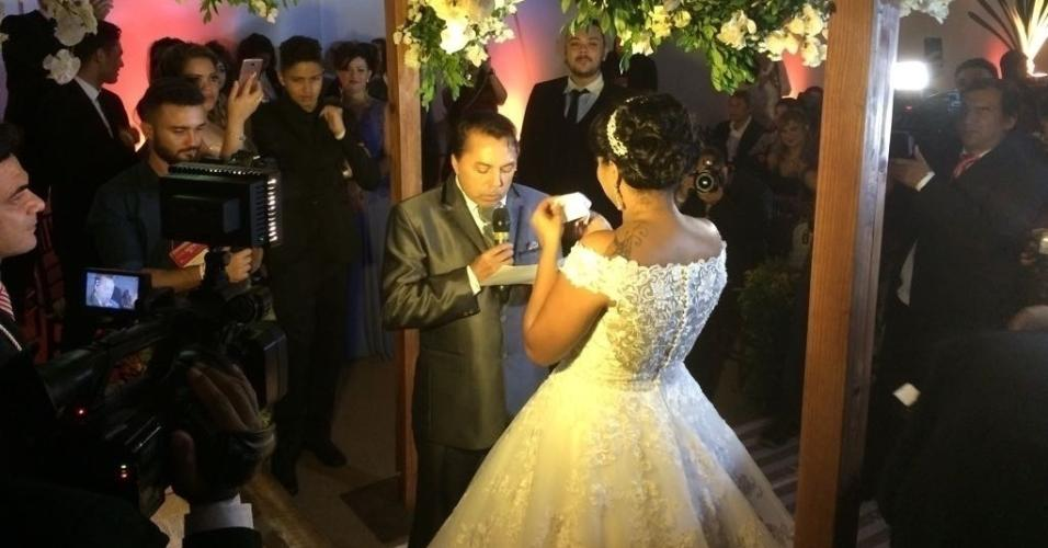 Elis e Luiz Carlos se casam um espaço batizado de Reality Festa, dentro de um evento de noivas