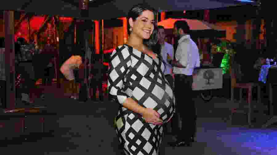 Thais Fersoza usa vestido justo e exibe barriga de oito meses no aniversário da filha do sertanejo Fernando - Samuel Chaves/Brazil News
