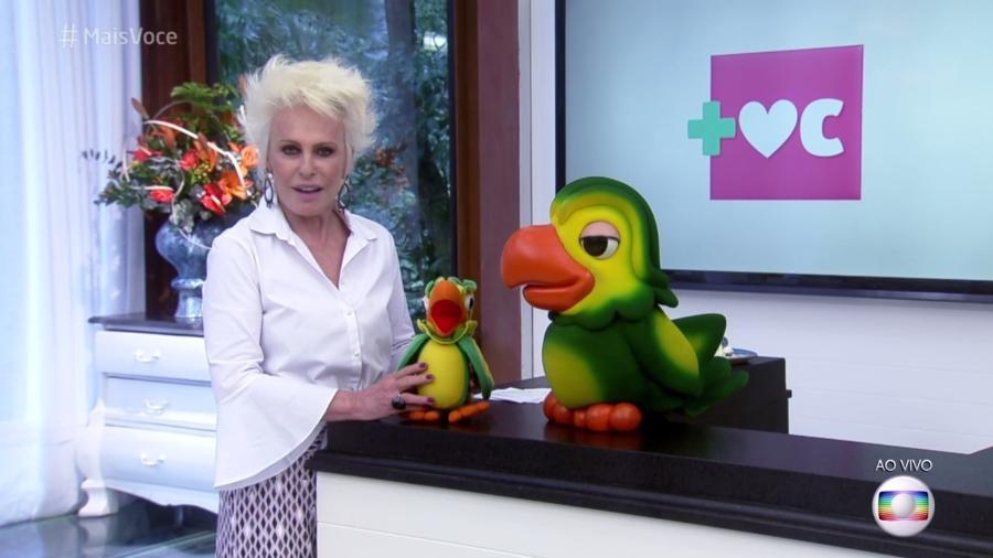 """Ana Maria Braga com a """"versão vintage"""" do  Louro José; o primeiro modelo do boneco lançado há vinte anos - Reprodução/TV Globo"""