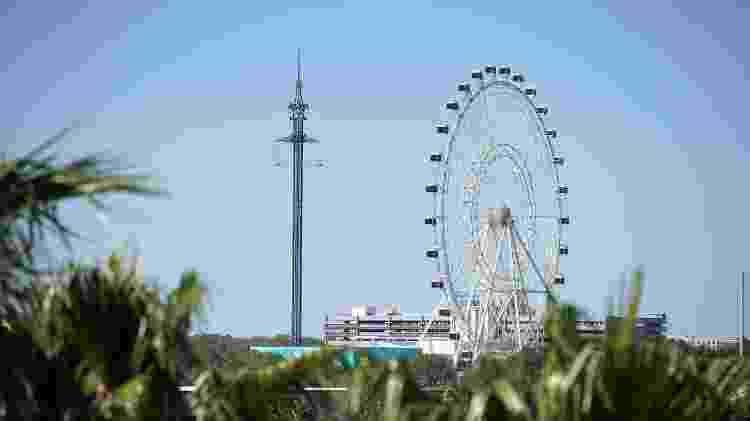 A torre Starflyer (ao lado da roda-gigante) é uma das novas atrações de Orlando, na Flórida - Divulgação/Visit Orlando - Divulgação/Visit Orlando
